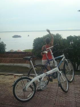 Evelyn atrás da Manauara e da Marronzinha na Ponta Negra